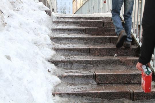 Kuva jäisistä portaista