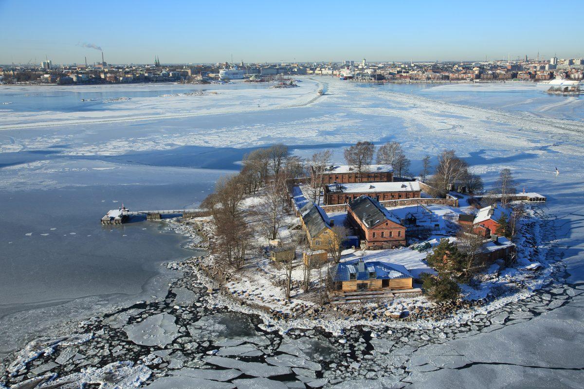 Ilmakuva Lonnan saaresta talvella.