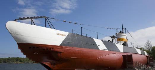 Sukellusvene Vesikko sen edestä kuvattuna.